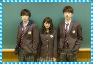 こちらは向かって左側から山崎賢人さん(178㎝)、 桐谷美玲さん(164㎝)、坂口健太郎さんとなっています。