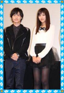 神木隆之介さんの隣にいらっしゃる女性は 竹富聖花さんです。