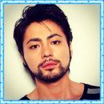 なんで濃いの?山田孝之の頬まである髭の衝撃画像!眉毛は書いてる?